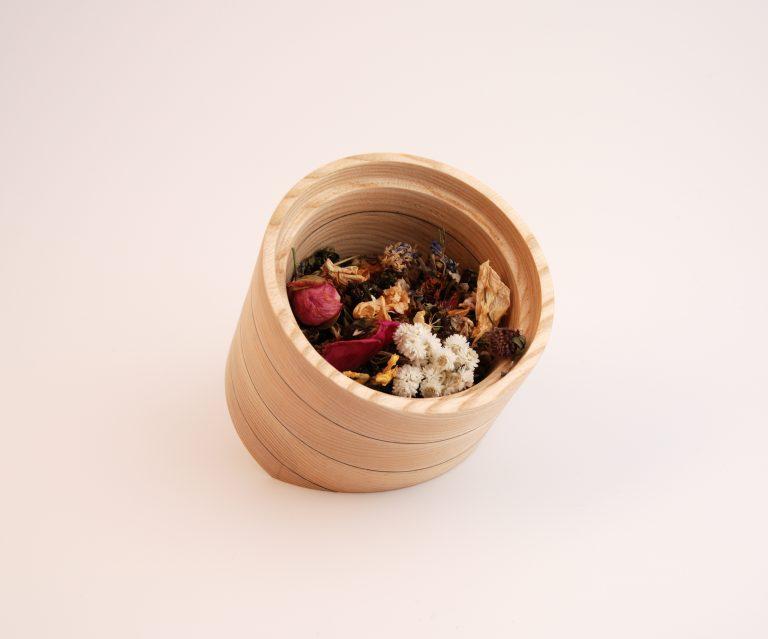 Mazelle - petit pot et ses fleurs